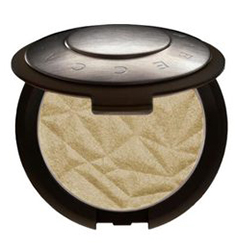 The beachy look with Becca Shimmering Skin Perfector Pressed by MWS Pro Beauty