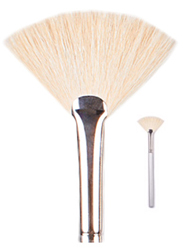 Giella Custom Blend Cosmetics Fan Brush #14 by MWS Pro Beauty